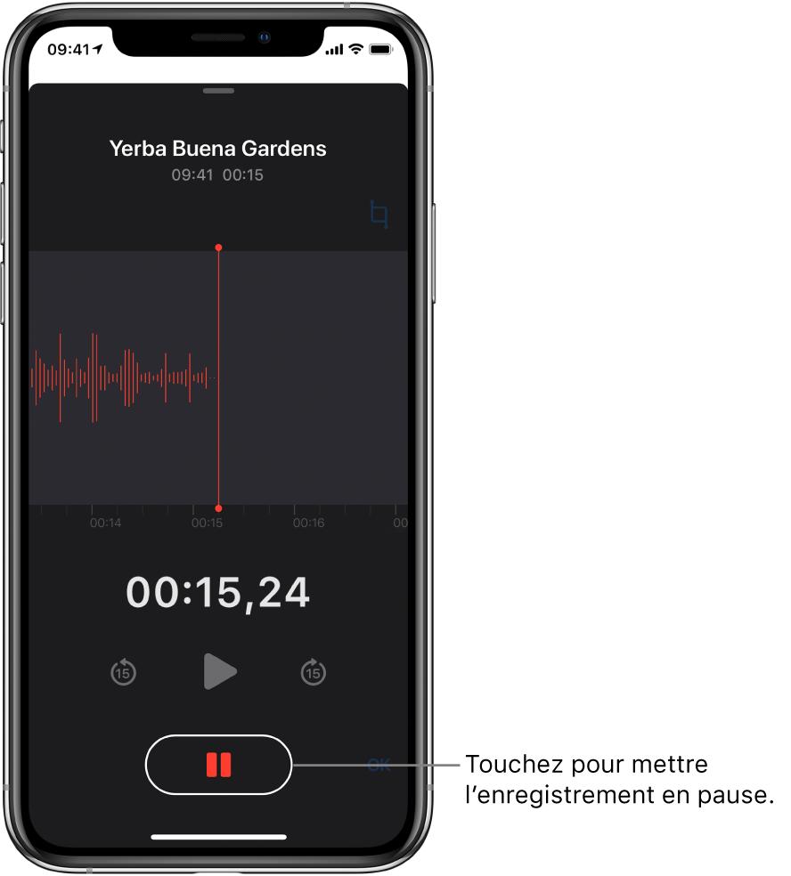 L'écran Dictaphone affichant un enregistrement en cours, avec un bouton Pause en surbrillance et des commandes grisées permettant de lire l'enregistrement, d'avancer et de reculer de 15secondes. La majeure partie de l'écran affiche la forme d'onde de l'enregistrement en cours, ainsi que sa durée.