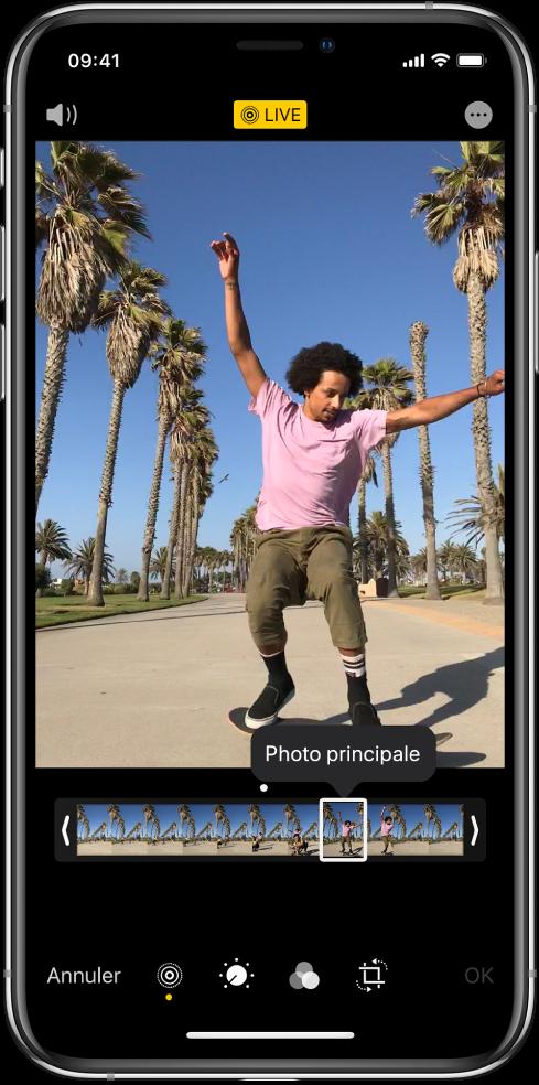 Un écran LivePhoto avec la LivePhoto au centre. Le bouton Live se trouve en haut au milieu, et le bouton Son en haut à gauche. Le visualiseur d'image se trouve sous la LivePhoto avec le bouton Photo principale actif. Des deux côtés du visualiseur d'image se trouvent deux barres vous permettant de raccourcir la LivePhoto.