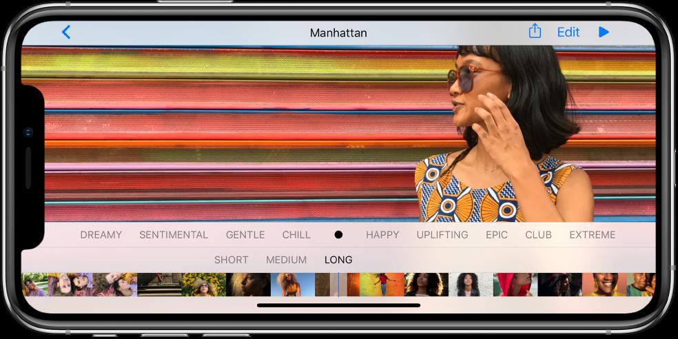 """Prisiminimo nustatymams skirtas ekranas. Prisiminimo peržiūra rodoma viršutinėje ekrano dalyje. Po peržiūra juostoje pateikiamų nuotaikų tipai: sentimentalus, švelnus ir ramus. Po jais pateikiamos dvi trukmės parinktys: trumpa ir vidutinė. Mygtukai """"Share"""" ir """"Play"""" pateikiami ekrano apačioje. Mygtukas """"Back"""" yra viršutiniame kairiajame kampe, o mygtukas """"Edit"""" – viršutiniame dešiniajame kampe."""