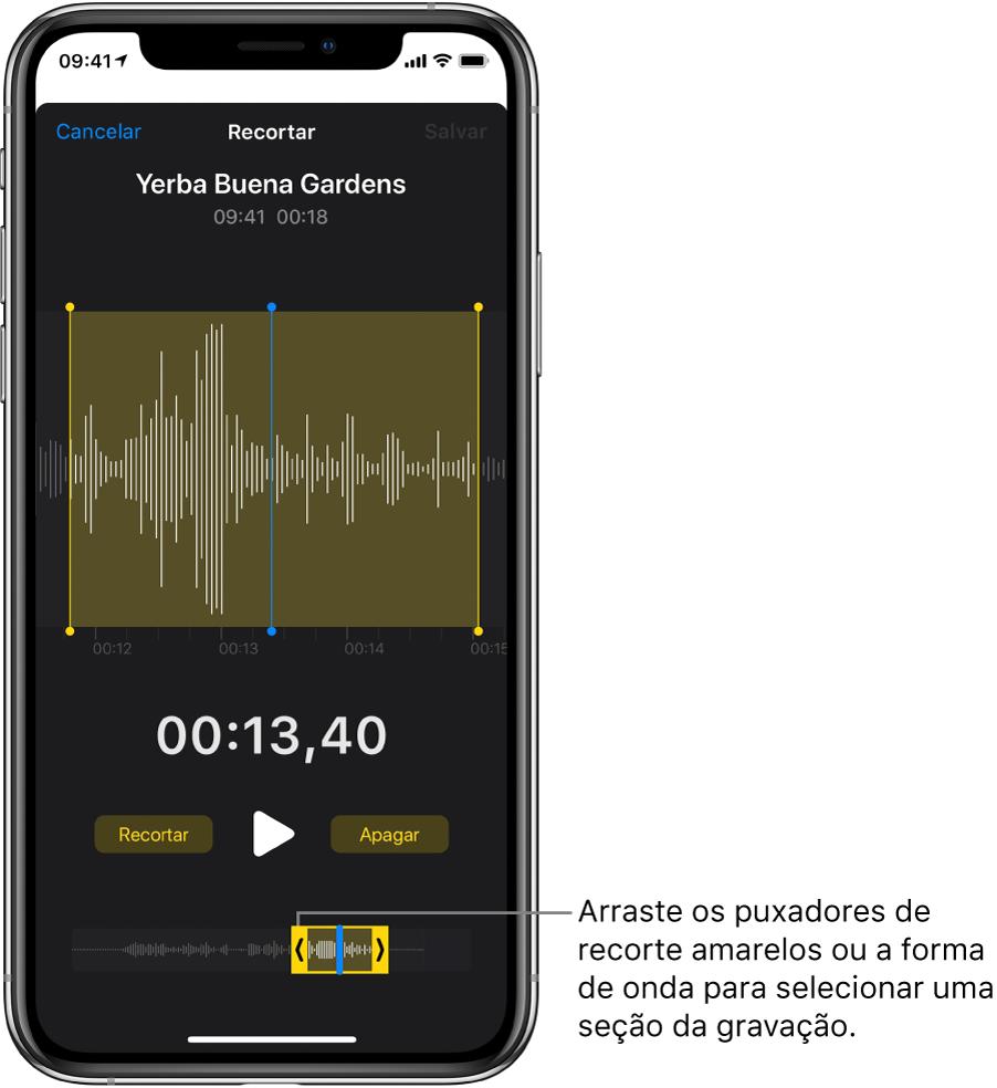 Gravação sendo recortada, com os puxadores de recorte delimitando um trecho da forma de onda do áudio na parte inferior da tela. O botão Reproduzir e um timer de gravação aparecem acima da forma de onda. Os puxadores de recorte estão abaixo do botão Reproduzir.