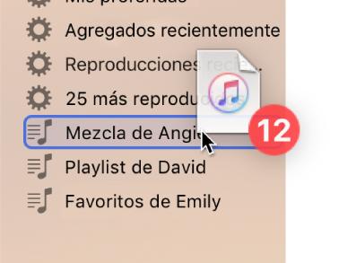 Un álbum que se arrastra a una playlist. La playlist está resaltada con un rectángulo azul.