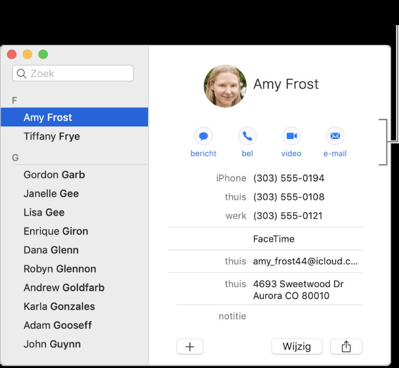 Een contactpersoonkaart met de knoppen onder de naam van de contactpersoon. Met deze knoppen kun je een tekstbericht, telefoon-, audio- of videogesprek of e-mail starten.