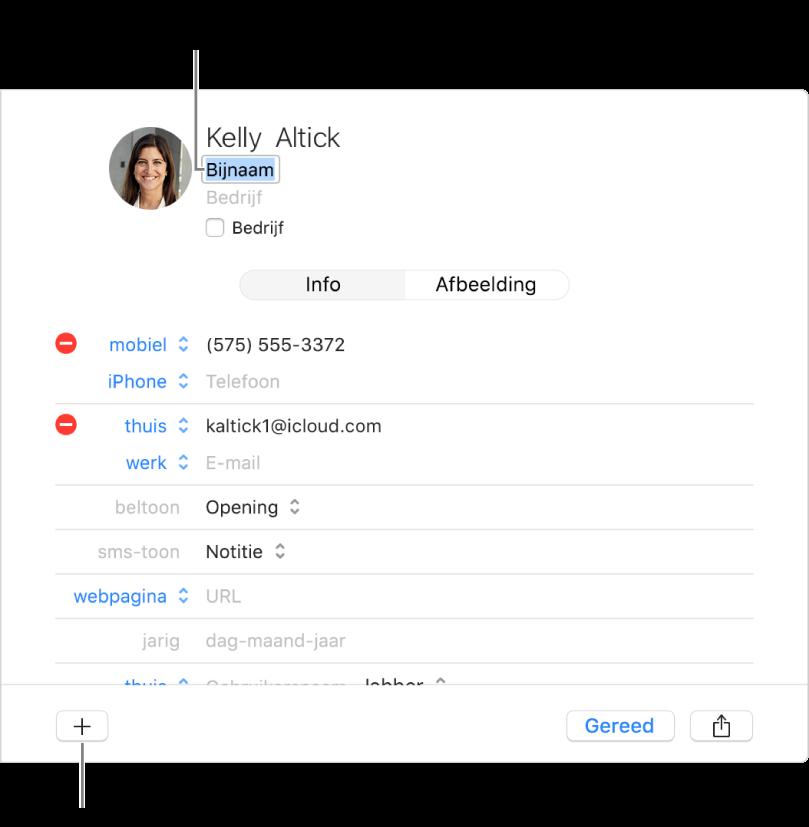 Een contactpersoonkaart met het bijnaamveld onder de contactnaam en een knop onder in het venster om meer velden aan de kaart toe te voegen.