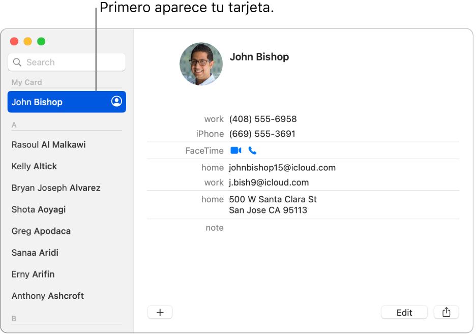 La barra lateral de Contactos con la tarjeta personal en la parte superior de la lista.
