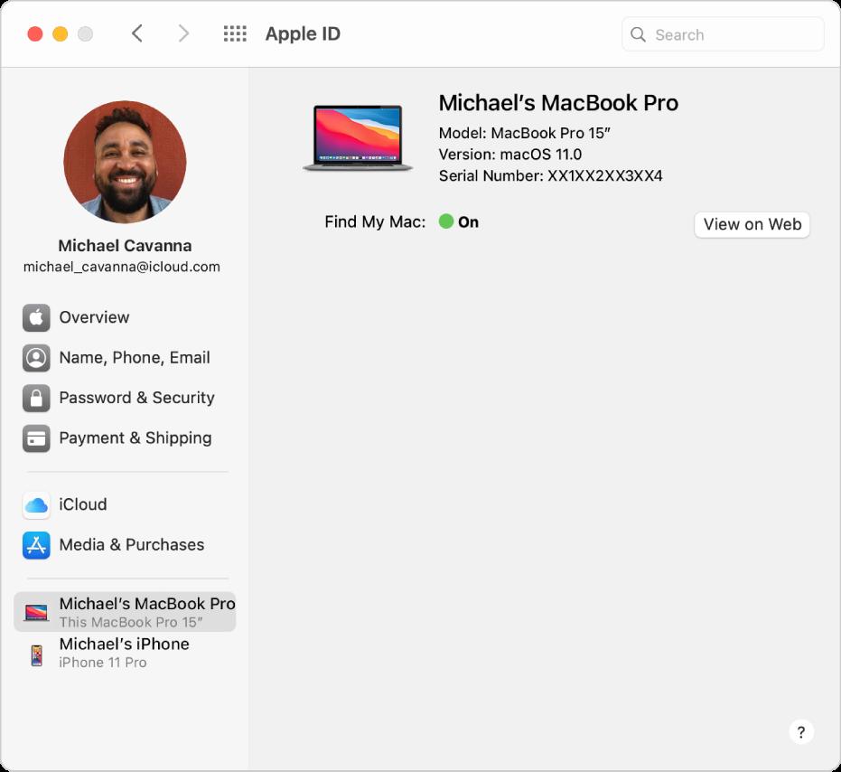 Het paneel 'AppleID' in Systeemvoorkeuren, met een navigatiekolom met daarin verschillende typen accountopties die je kunt gebruiken, en de lijst 'Vertrouwde apparaten' voor een bestaande account.