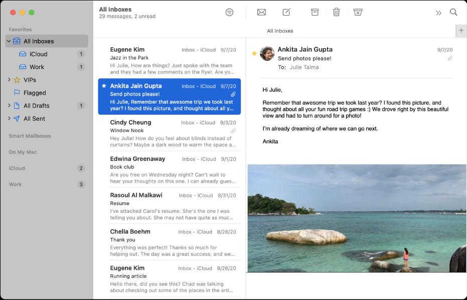 Bar sisi dalam tetingkap Mail menunjukkan peti masuk untuk akaun iCloud dan Kerja.