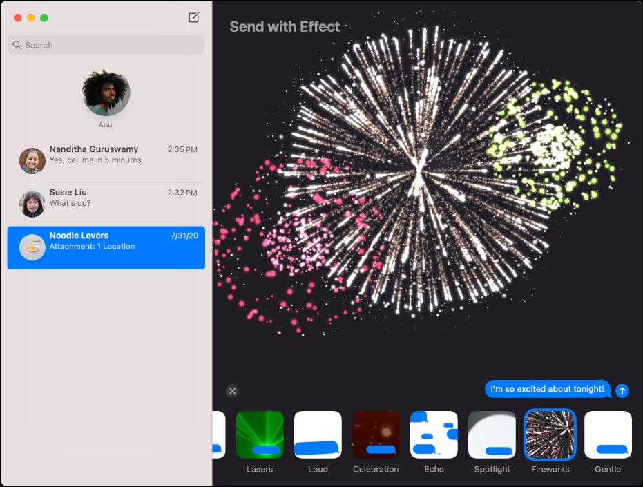 La ventana de Mensajes con varias conversaciones enlistadas en la barra lateral de la izquierda, y un efecto de mensaje —fuegos artificiales— que aparecen en la conversación a la derecha.