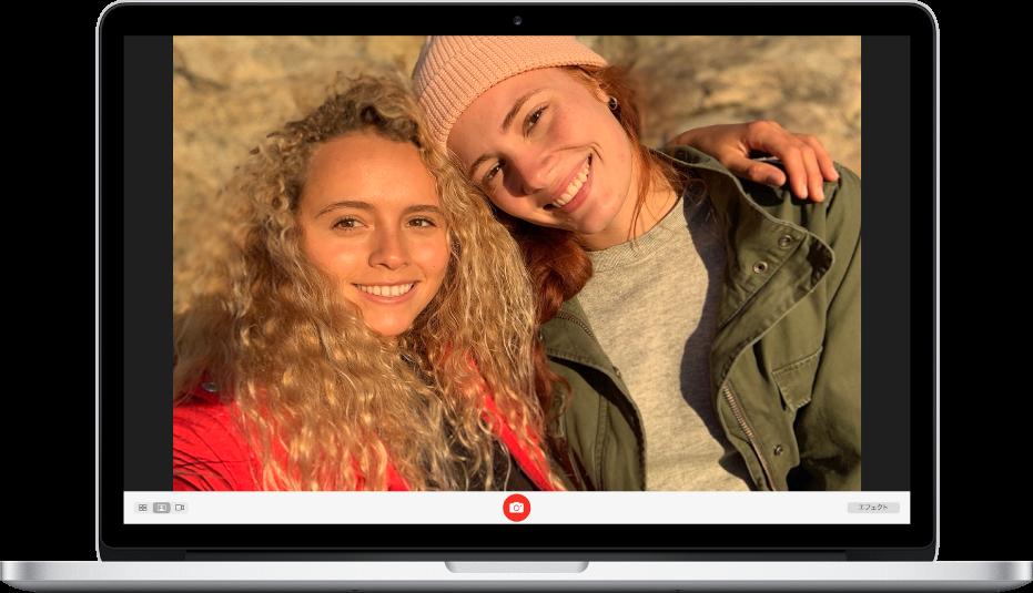 Photo Boothウインドウ。「写真を撮る」ボタンが有効になっています。ウインドウの左下で写真オプションが1つ選択されており、ウインドウの右下には「エフェクト」ボタンがあります。