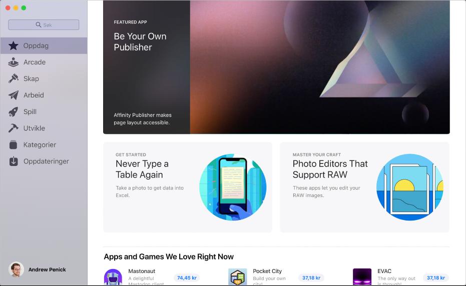 Hovedsiden for Mac App Store. Sidepanelet til venstre inneholder lenker til andre sider: Oppdag, Skap, Arbeid, Spill, Utvikle, Kategorier og Oppdateringer. Til høyre finner du klikkbare områder som Bak kulissene, Fra redaktørene og Redaktørens utvalgte.