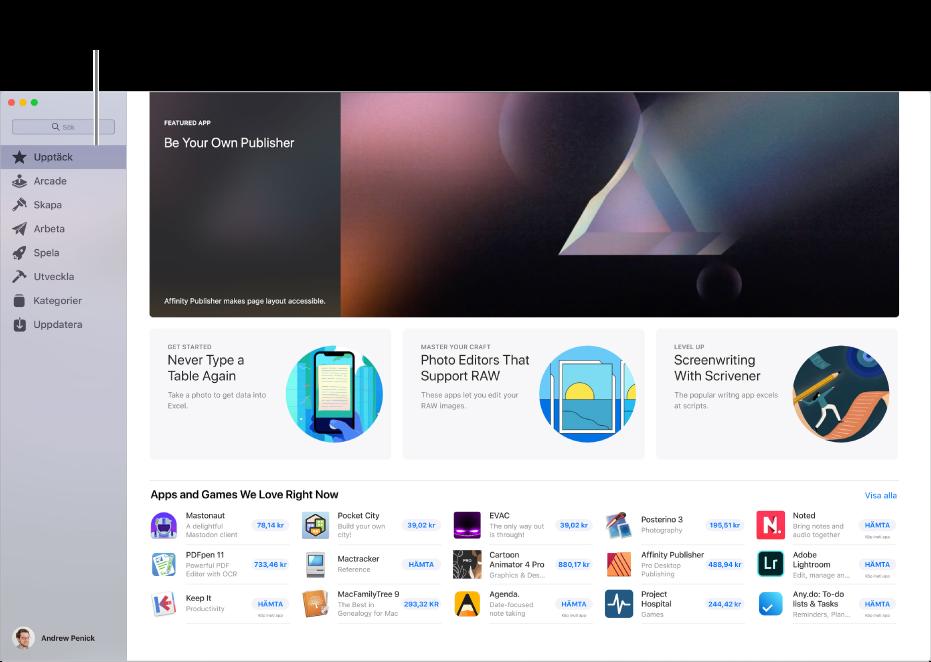 Huvudsidan för Mac App Store. I sidofältet till vänster finns länkar till andra sidor: Upptäck, Arcade, Skapa, Arbeta, Spela, Utveckla, Kategorier och Uppdatera. Till höger finns klickbara områden inklusive Bakom kulisserna, Från redaktörerna samt Redaktörernas val.