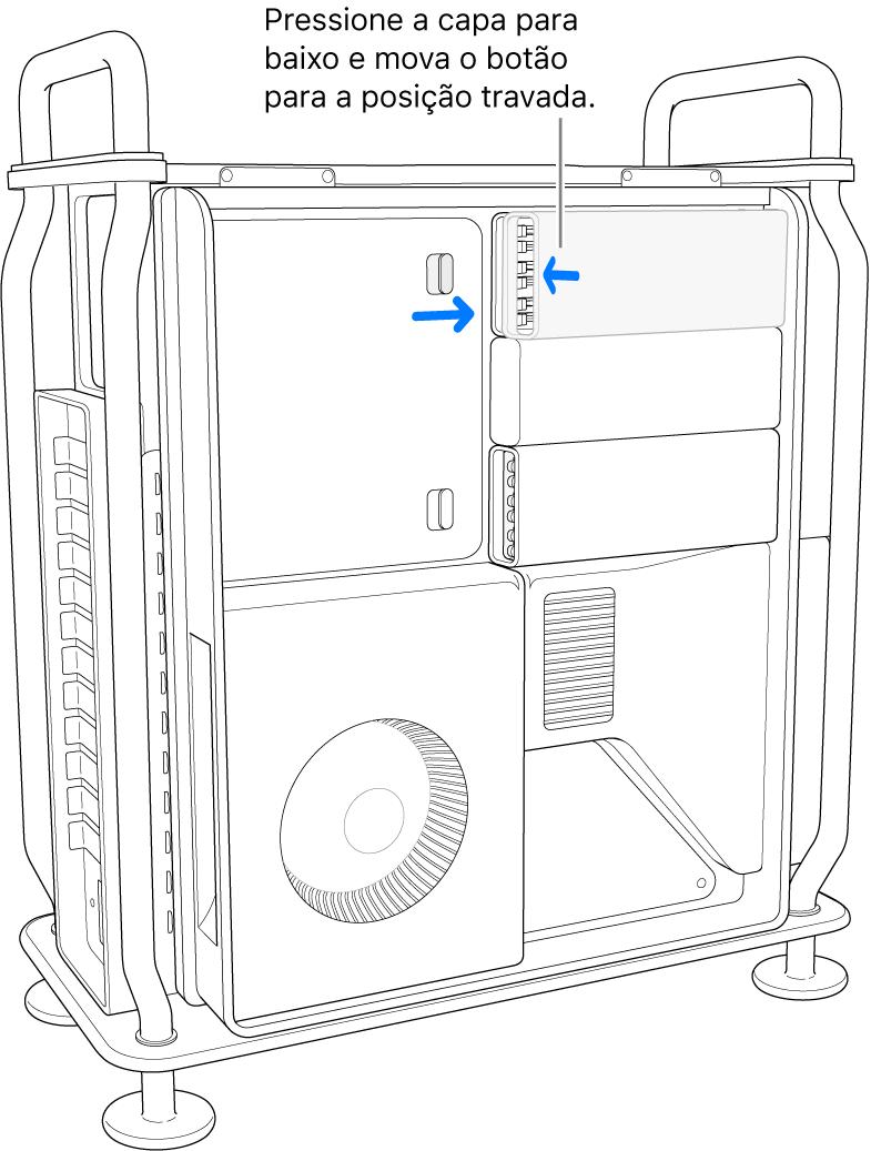 Pressionando a capa para baixo para trancar a trava no devido local.