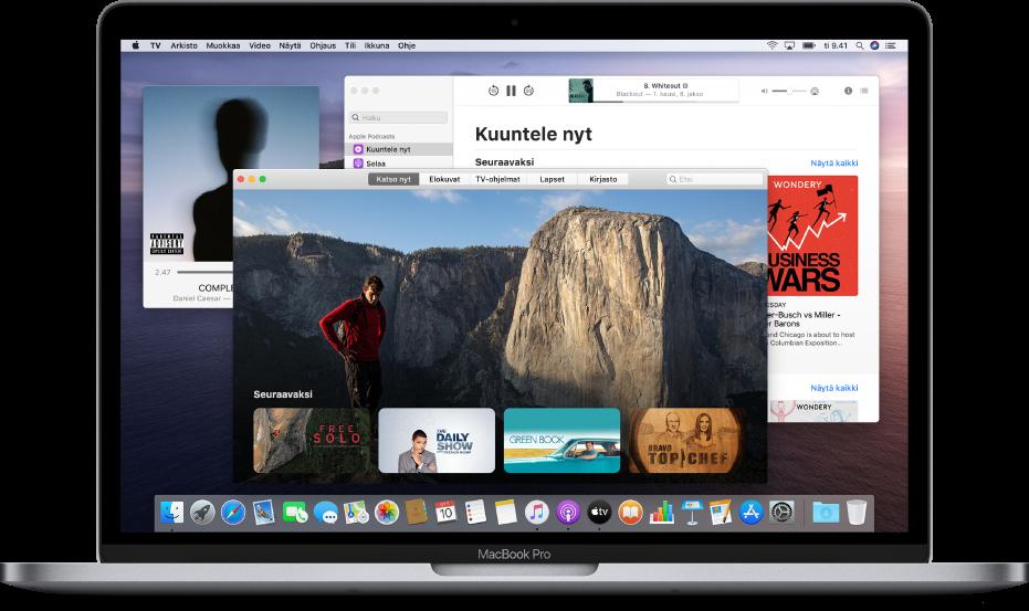 AppleMusicin minisoitinikkuna; taustalla ovat Applen TV‑apin ikkuna ja Applen Podcastit-apin ikkuna.