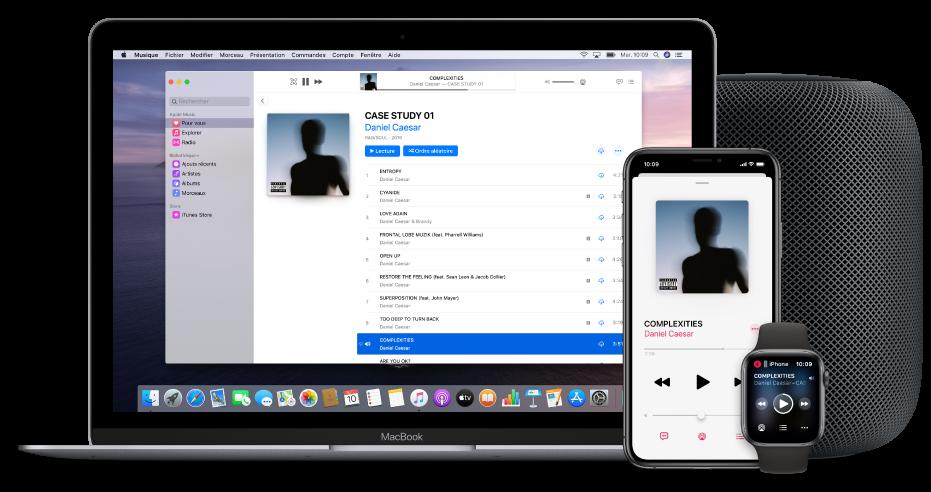 Un morceau en cours de lecture sur un Mac, un iPhone et une AppleWatch, avec un HomePod.