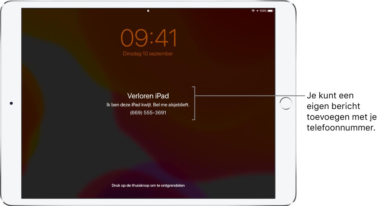 """Het toegangsscherm van een iPad met het bericht: """"Verloren iPad. Ik ben deze iPhone kwijt. Bel me alsjeblieft. (669) 555- 3691."""" Je kunt een eigen bericht toevoegen met je telefoonnummer."""