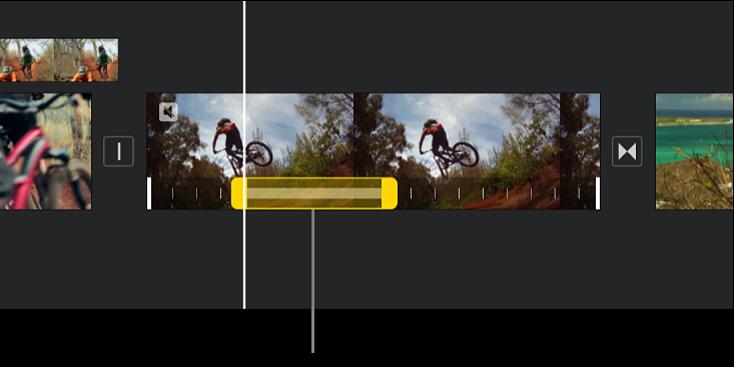 타임라인의 비디오 클립 하단에 노란색 범위 핸들이 표시된 정지 프레임. 재생헤드 위치에서 정지 프레임이 시작됩니다.