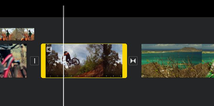 時間列中的影片剪輯片段兩端帶有黃色的範圍控點,播放磁頭位於將加入凍結影格的位置。