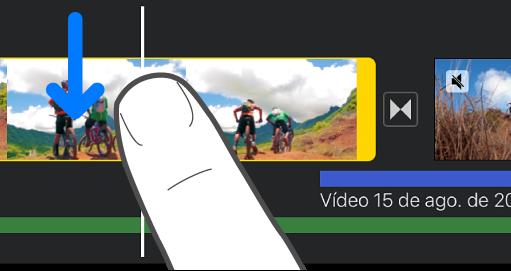 Clipe sendo dividido na linha do tempo do projeto.