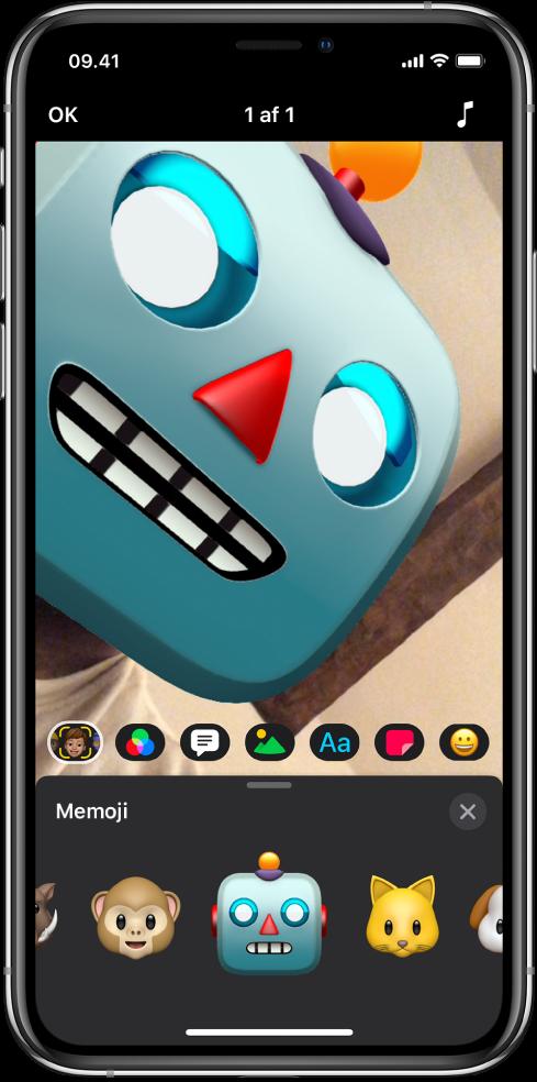 Et videobillede i fremviseren med en Memoji-robot.