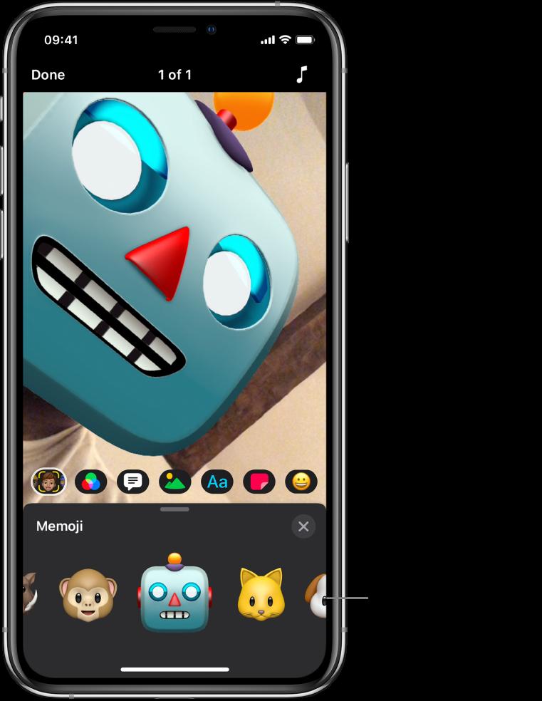 A robot Memoji in the viewer, with Memoji selected and Memoji characters shown below.