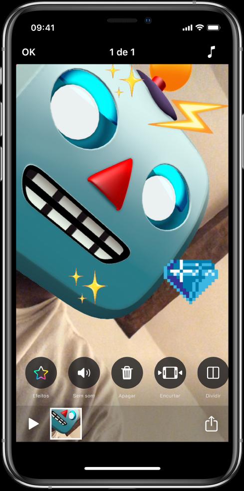 Um robô Memoji no editor, com stickers adicionados.