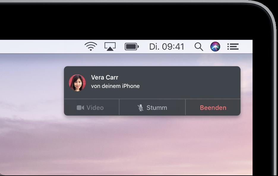 Eine Benachrichtigung erscheint oben rechts auf dem Mac-Bildschirm und zeigt, dass ein Telefongespräch mit deinem iPhone stattfindet.