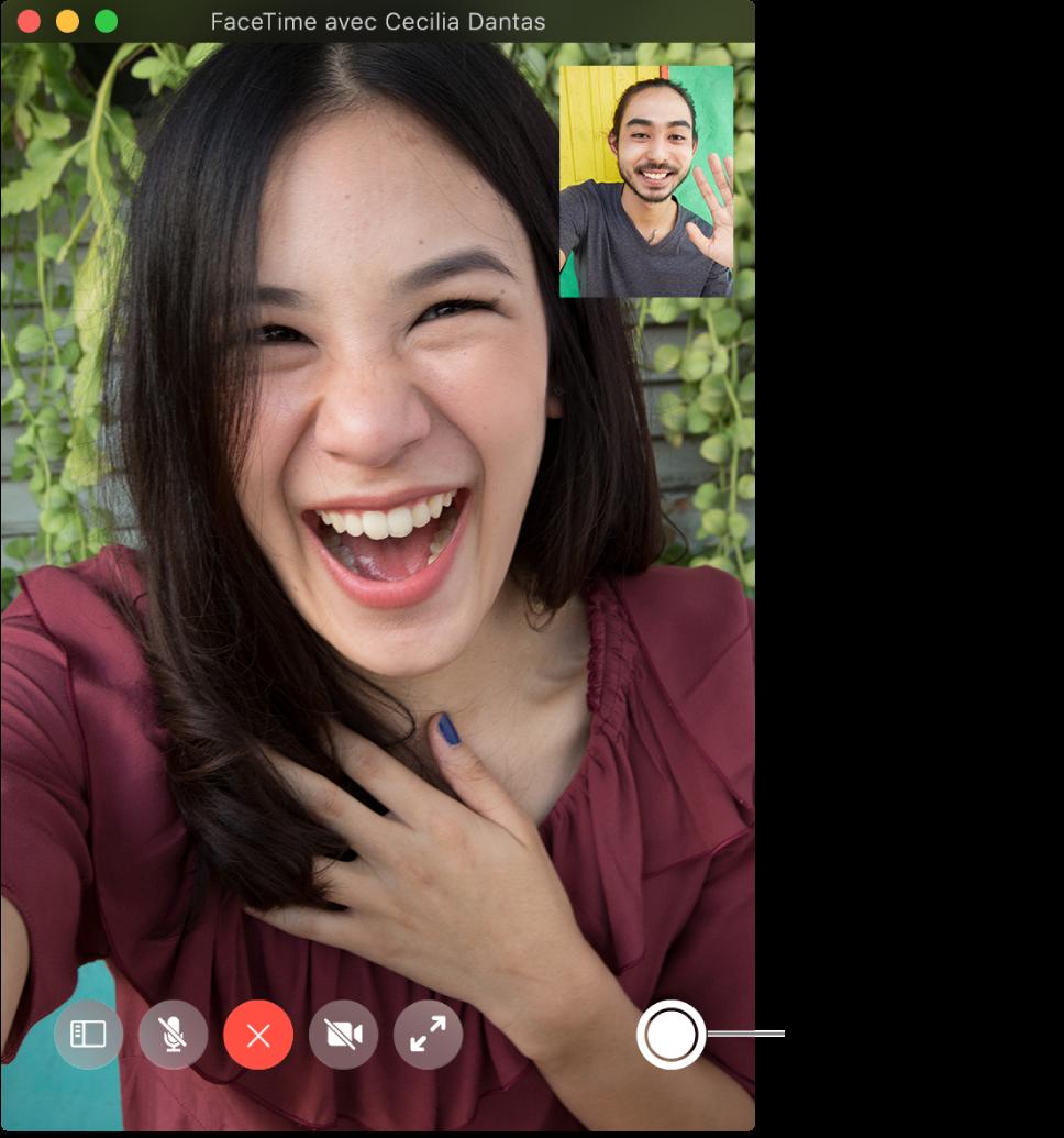 Placez le pointeur sur la fenêtre FaceTime pour afficher le bouton «LivePhoto».
