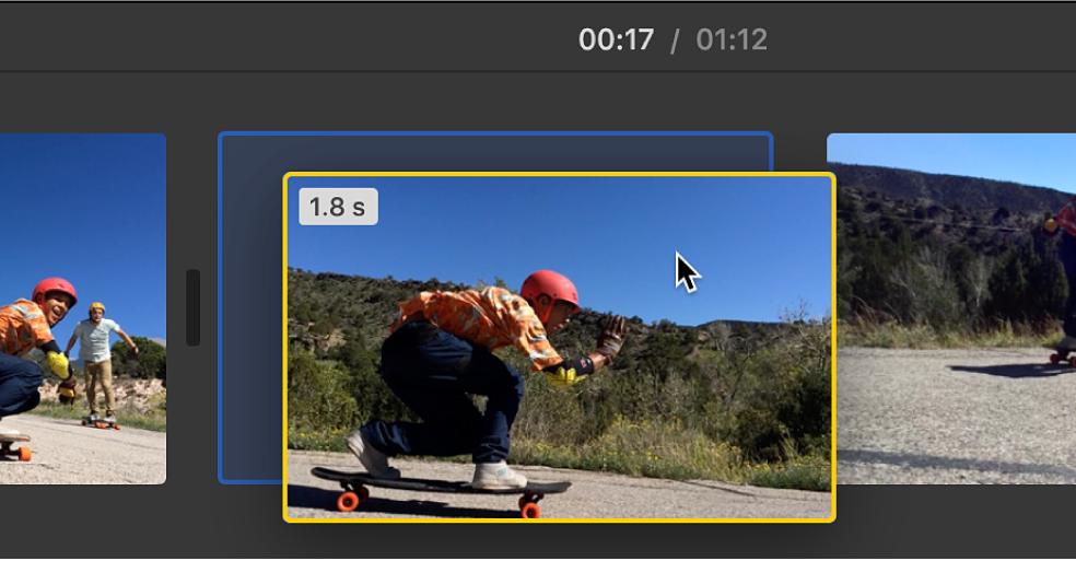Se está arrastrando un clip a una nueva ubicación en la línea de tiempo