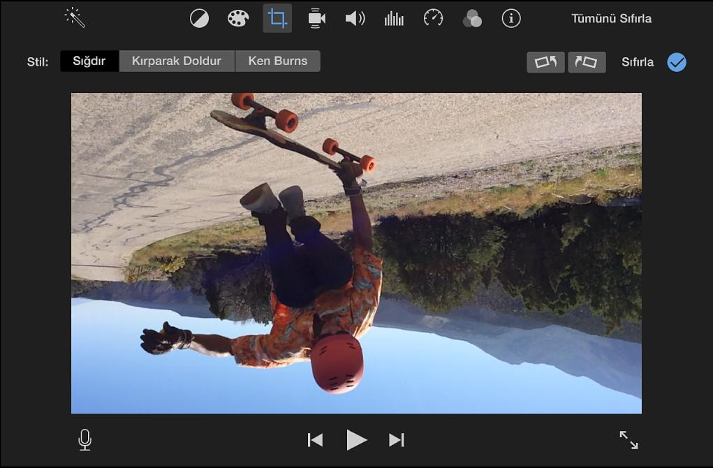 Görüntüleyici, 180 derece döndürülen bir klip gösteriyor