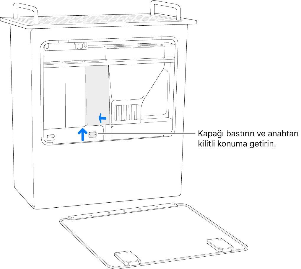 Mac Pro bir kenarında duruyor ve DIMM anahtarının kilitli konuma nasıl getirildiği gösteriliyor.