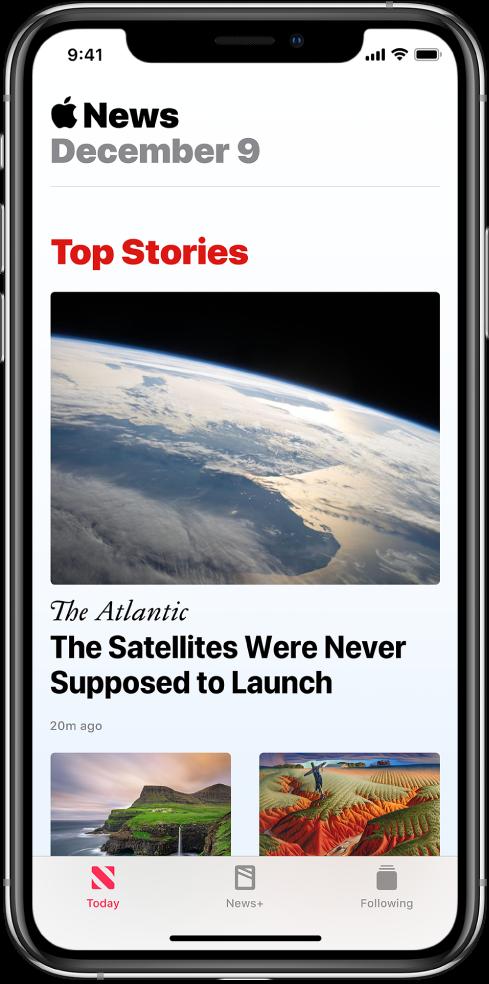 Екранът Today (Днес), показващ най-горните три статии. До всяка статия има изображение. Под първата статия се появяват името на публикацията и заглавието. В долния край на екрана са етикетите Today (Днес), News+ (Новини+) и Following (Следвани).