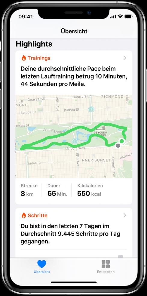 """Ein Übersichtsbildschirm in der App """"Health"""" zeigt die Highlights, zu denen Zeit, Entfernung und Route für das letzte Lauftraining und die durchschnittlichen Schritte pro Tag innerhalb der letzten 7 Tage gehören."""