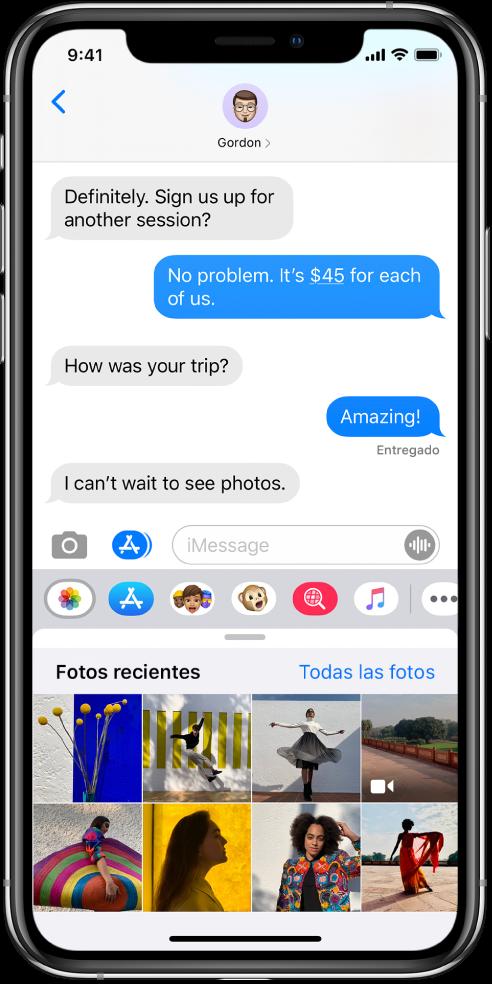 """Una conversación de Mensajes mostrando la app Fotos en iMessage debajo. La app Fotos en iMessage muestra, de izquierda a derecha, los enlaces a """"Fotos recientes"""" y """"Todas las fotos"""". Debajo de eso se encuentran las fotos recientes, las cuales se pueden ver si desliza a la izquierda."""