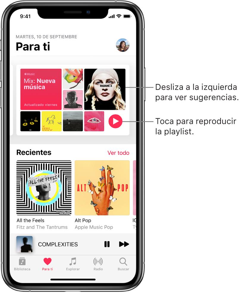 """La pantalla """"Para ti"""" mostrando la playlist """"Mix: Nueva música"""" en la parte superior. El botón Reproducir aparece en la parte inferior derecha de la playlist. Debajo se encuentra la sección Recientes con dos portadas de álbum."""