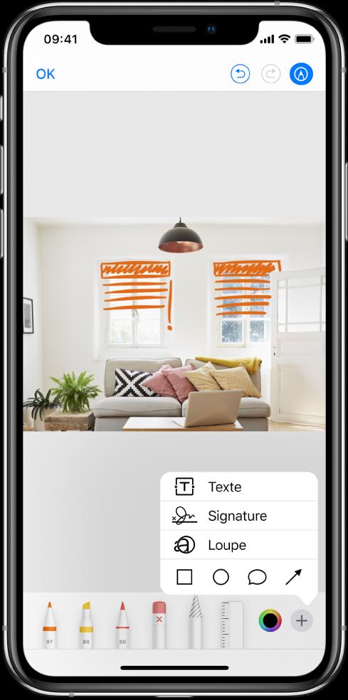 Une photo est annotée avec des lignes orange pour indiquer les stores au-dessus des fenêtres. Les outils de dessin et le sélecteur de couleurs apparaissent en bas de l'écran. Un menu avec des choix pour ajouter du texte, une signature, une loupe et des formes apparaît dans le coin inférieur droit.