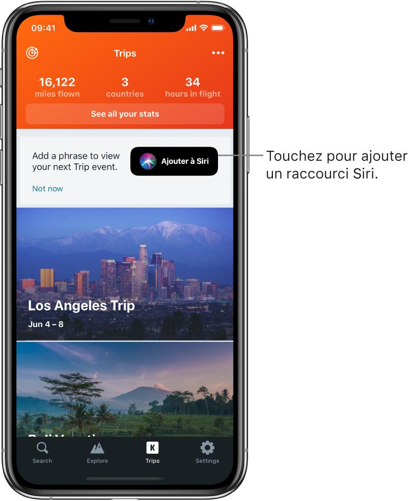 L'écran d'une app de voyage. Le bouton «Ajouter à Siri» se trouve à droite du texte indiquant «Ajouter une phrase pour afficher votre prochain déplacement».