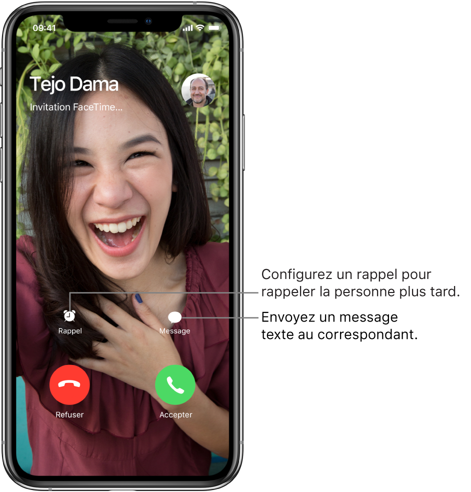 L'écran d'appel entrant. Au bas de l'écran, dans le rang du haut (de gauche à droite): les boutonsRappel et Message. Dans le rang du bas, de gauche à droite: les boutons Refuser et Accepter.