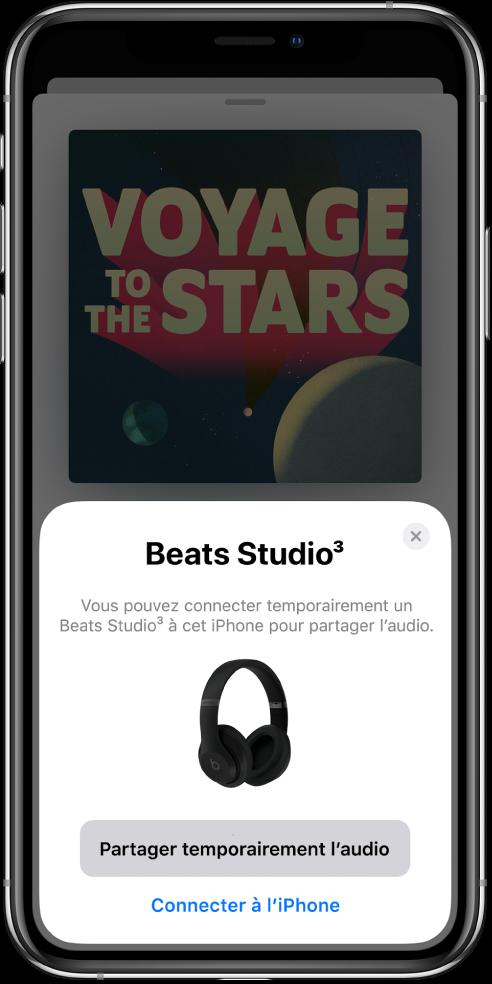 Un écran d'iPhone avec une image d'écouteurs Beats. vers le bas de l'écran se trouve un bouton permettant de partager temporairement du contenu audio.