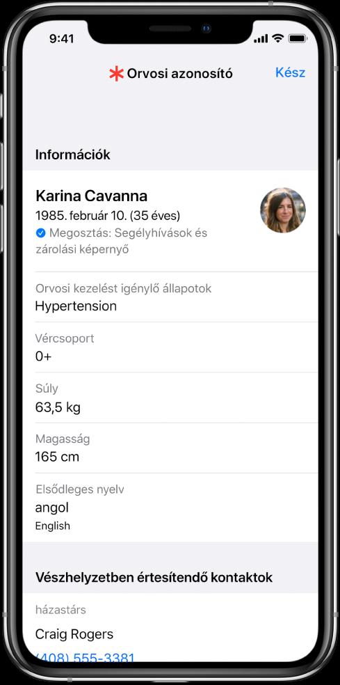 Az orvosi azonosító képernyője, amelyen különböző információk láthatók, például a születési dátum, az egészségi állapot, a gyógyszerek és a vészhelyzet esetén értesítendő kontakt.