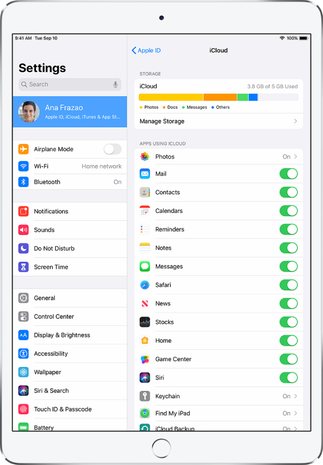 The iCloud settings screen showing the iCloud Storage meter and a list of apps and features, including Mail, Contacts, and Messages, that can be used with iCloud.