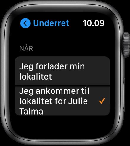 """Skærmen Underret i appen Find personer. """"Når jeg ankommer til Julie Talmas lokalitet"""" er valgt."""
