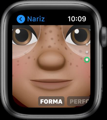La app Memoji del Apple Watch mostrando la pantalla de edición de nariz. Se muestra un acercamiento de la cara, enfocándose en la nariz. La palabra Forma se muestra en la parte inferior.