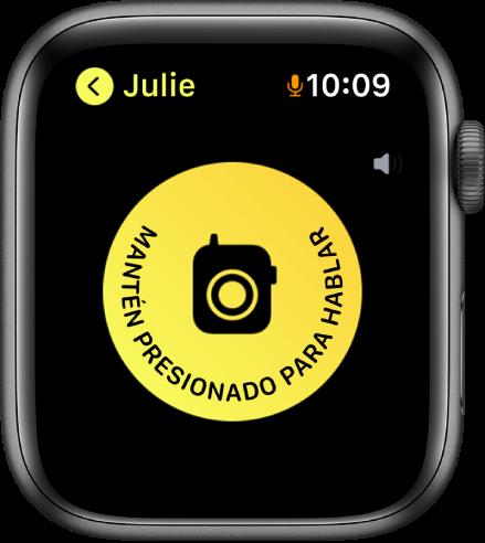 Pantalla de Walkie-talkie mostrando el botón Hablar en el centro y un indicador de volumen en la esquina superior derecha. Hay un ícono de micrófono pequeño junto a la hora en la esquina superior derecha que indica que se está usando el micrófono.