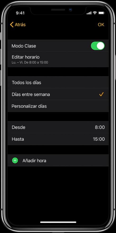 """iPhone con la pantalla de configuración del modo Clase. Arriba se ve el interruptor del modo Clase con """"Editar horario"""" debajo. Debajo aparecen las opciones """"Todos los días"""", """"Días entre semana"""" y """"Personalizar días"""", con la opción """"Días entre semana"""" seleccionada. Las horas Desde y Hasta están en mitad de la pantalla y un botón """"Añadir hora"""" está cerca de la parte inferior."""
