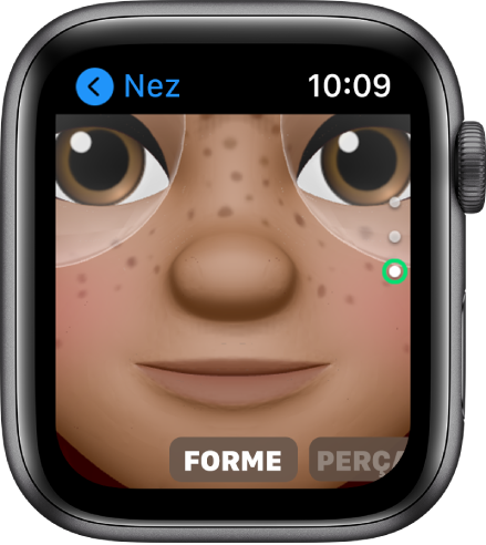 L'app Memoji sur l'AppleWatch qui affiche l'écran de modification Nez. Il y a un gros plan sur le visage qui est centré sur le nez. Le mot «Forme» s'affiche dans le bas.