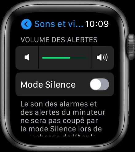 Les réglages Sons et vibrations de l'AppleWatch qui affichent le curseur Volume des alertes en haut et le bouton Mode Silence en dessous.