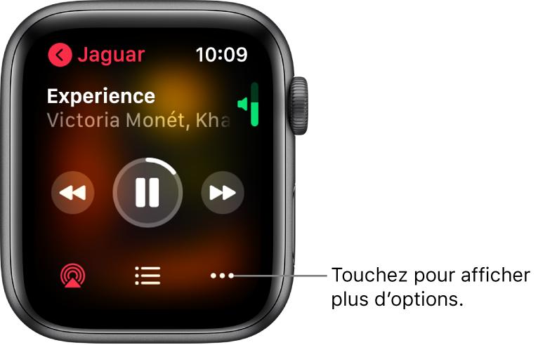 L'écran «Àl'écoute» dans l'app Musique. Le nom de l'album se trouve en haut à gauche. Le titre du morceau et l'artiste se trouvent en haut et les commandes de lecture figurent au milieu. Le bouton AirPlay, le bouton Options et la liste des pistes se trouvent en bas de l'écran.