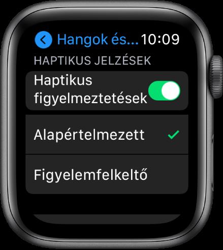 A Hangok és haptikus jelzések beállításai az Apple Watchon; látható a Haptikus jelzések kapcsoló, és alatta az Alapértelmezett és a Figyelemfelkeltő beállítás.
