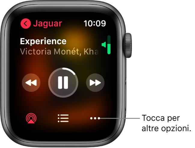 """La schermata """"In riproduzione"""" nell'app Musica. Il pulsante nome dell'album si trova in alto a sinistra. Il titolo del brano e l'artista compaiono in alto, i controlli di riproduzione in mezzo e i pulsanti AirPlay, dell'elenco dei brani e Opzioni si trovano in basso."""