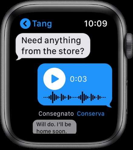 Schermata messaggi che mostra una conversazione. La risposta al centro è un messaggio audio con un pulsante di riproduzione.