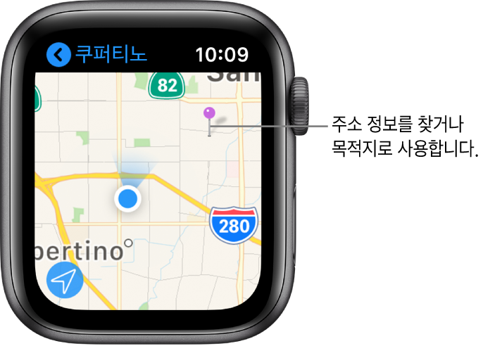 지도에서 대략적인 주소를 얻는 데 사용하거나 경로 목적지를 나타내는 보라색 핀이 지도 앱의 지도에 표시되어 있음.
